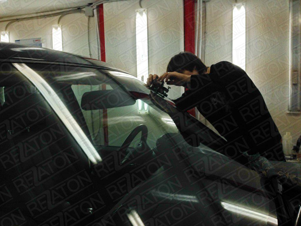 Замена лобового стекла в москве на форд фокус